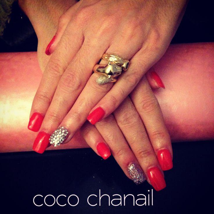 Pose ongle chablon gel rouge et pailleté et strass
