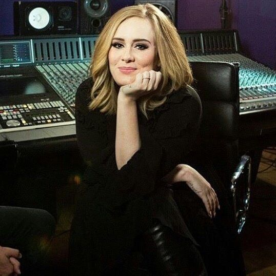 Admirez la, elle est magnifique @Adele {#STOPPOSTINGANGELO } #adele #adele25 #adele21 #adele19 #simon #angelo #sidele #adeleadkins #hello #whenwewereyoung #loveinthedTo ark #someonelikeyou #waterunderthebridge #alliask #rollinginthedeep #makeyoufeelmylove #sweetestdevotion #riverlea #millionyearsago #imissyou #sendmylove #stoppostingangelo