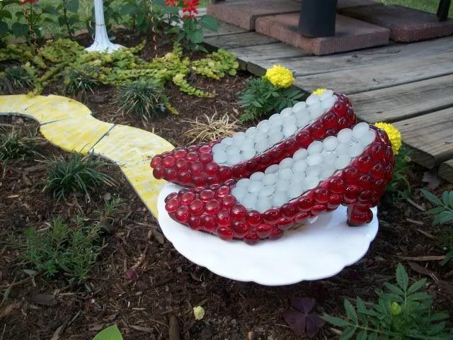 Garden Junk   My 'Wizard of Oz' garden in done!!!!! - Garden Junk Forum - GardenWeb