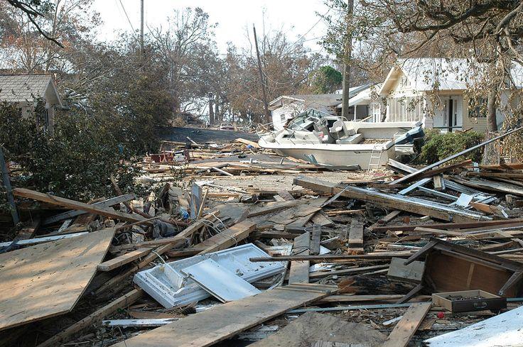 """Destruição e danos às casas causadas pelo Furacão """"Katrina"""" em 2005. # Biloxi, Mississippi. USA."""