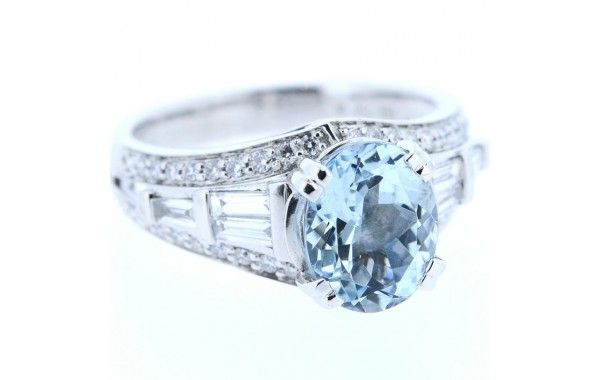 18ct white gold diamond ring, featuring a centre oval aquamarine.