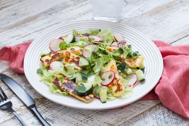 veg_chopped_salad_w_halloumi
