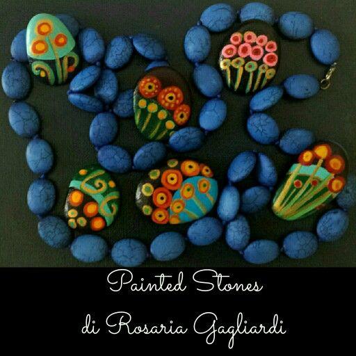 Piccoli sassi dipinti a mano per collane e ciondoli