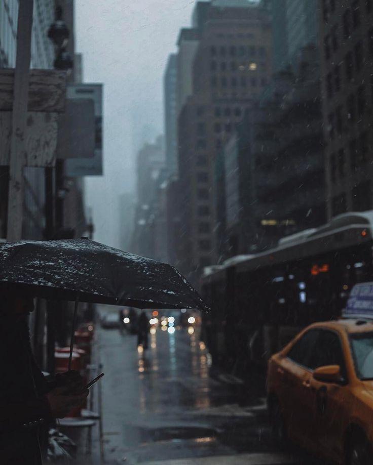 "Jomayra Texeira (@visualmemories_) no Instagram:From dusk till dawn  #streetsumbrellas #newyorkcity"""
