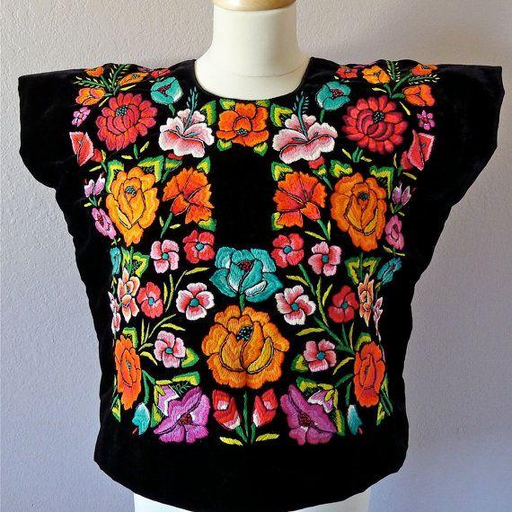 Blusa fabulosas vacaciones que has estado esperando!  Esta es una blusa de terciopelo auténtico y raro usada por las mujeres de…