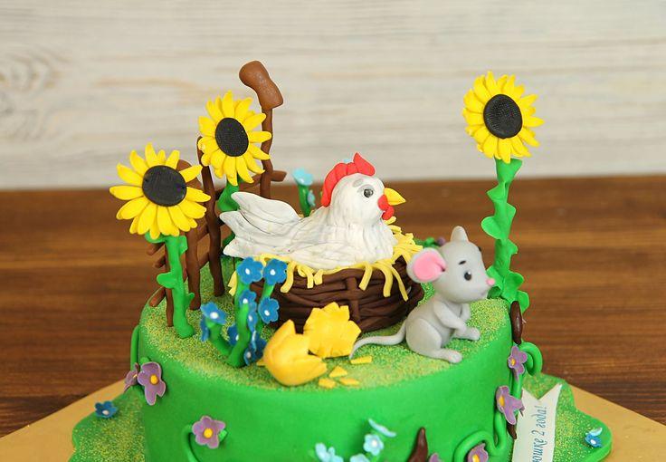 """Детский торт """"Курочка Ряба""""  Все мы помним, как наши родители читали нам сказки перед сном и сейчас мы читаем своим малышам именно эти сказки, ведь они учат добру. Если любимой сказкой вашего малыша стала #курочкаряба, то праздничный торт с любимыми героями станет настоящим сюрпризом для малыша и сделает праздник еще сказочней!  С радостью изготовим #тортнадетскийпраздник от 2-х кг всего за 2350₽/кг. Одна #фигурканаторт включена в стоимость тортика☺ Каждая последующая #фигуркаизмастики…"""