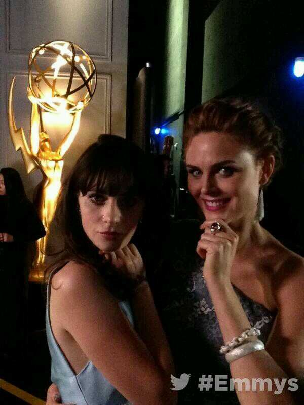Deschanel sisters on backstage, sisterly love