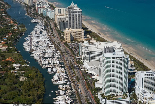 The brokerage show takes up much of Collins Ave.  #miamiboatshow #soundings