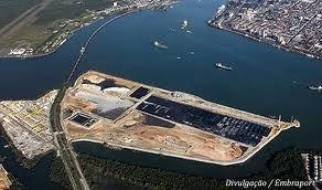 A Empresa Brasileira de Terminais Portuários (Embraport) não vai expandir tão cedo seu terminal para contêineres no porto de Santos (SP), devido às dificuldades da economia. A companhia, que tem como maior acionista a Odebrecht TransPort, di