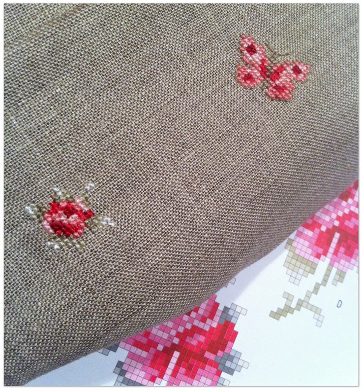Eline's Huis cross stitch in one hour! Pink and grey together - always pretty.