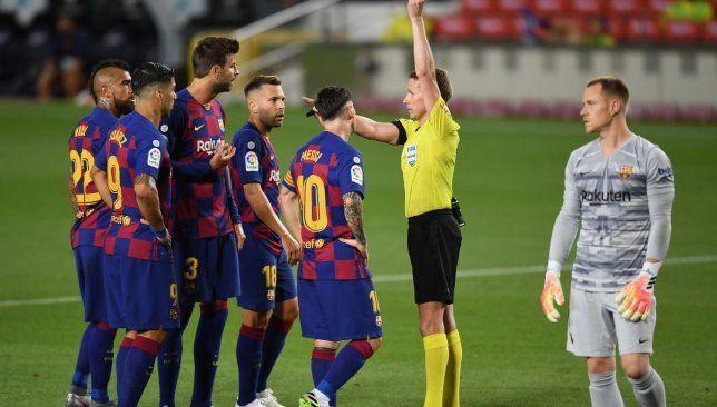 تشكيلة برشلونة في مباراة اليوم ضد فياريال سبورت 360 أعلن كيكي سيتيين تشكيلة برشلونة التي سوف يلعب بها ضد فياريال مساء اليو Fashion Academic Dress Dresses
