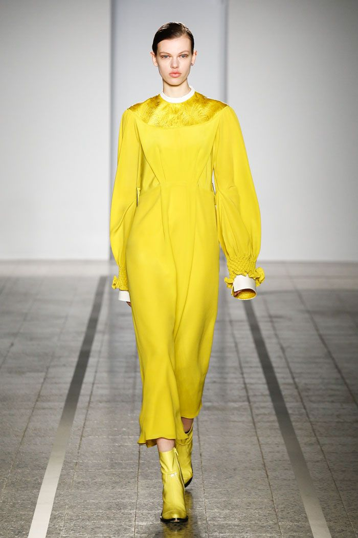 Mila Schön - look 33 IL CARDINALE GIALLO – Silk dress with gold quilting and Swiss cotton inserts. Macro honeycomb on stiffened cuffs, all framed in vintage silk lining.