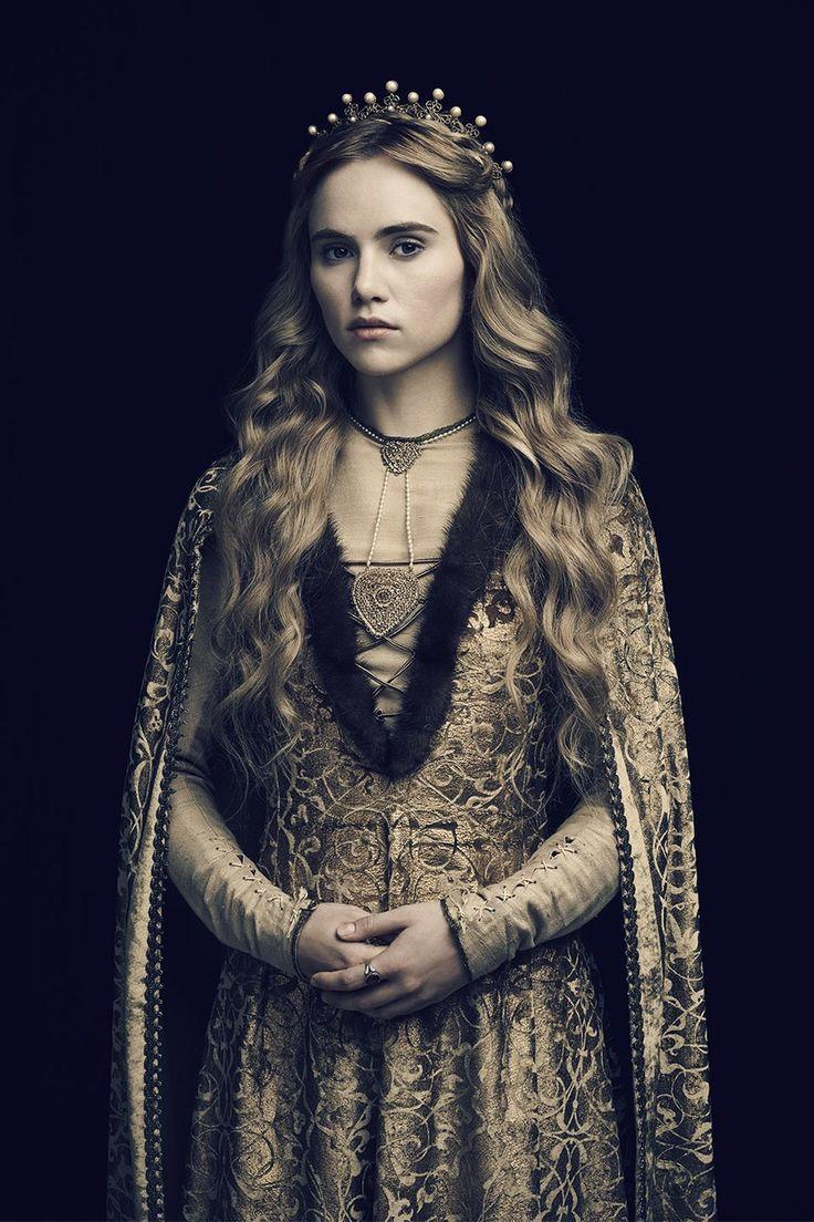 Suki Waterhouse as Cecily of York.
