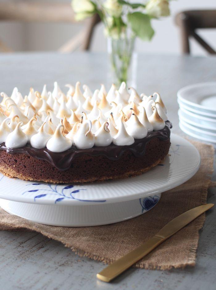 S'mores-kage: Chokoladekage med marshmallow-top + en vinder