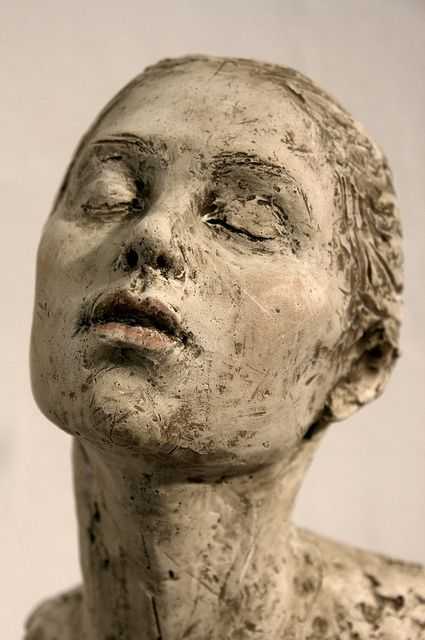 Figurative Ceramic Sculpture - Suzie Zamit   I was fascinated by lack of expression, and how this can convey such intricate emotions.