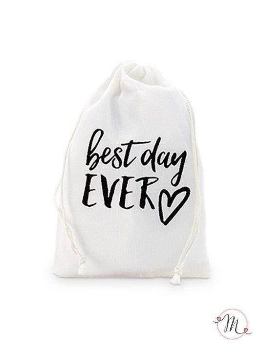 Mini wedding bag in cotone best day ever. Eleganti wedding bags in cotone color bianco sporco dove poter inserire tutto quel che serve per le nozze. Misure: 10 x 15 cm.  #matrimonio #wedding #weddingideas #weddingbags #party #ceremony #accessorisposa