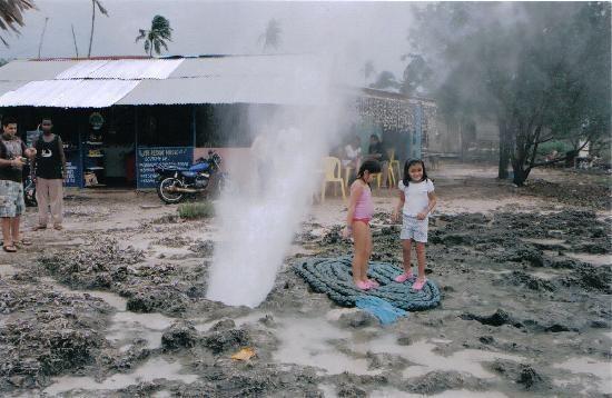 Hoyo soplador, a geyser, Isla de San Andres, Colombia, América del Sur.
