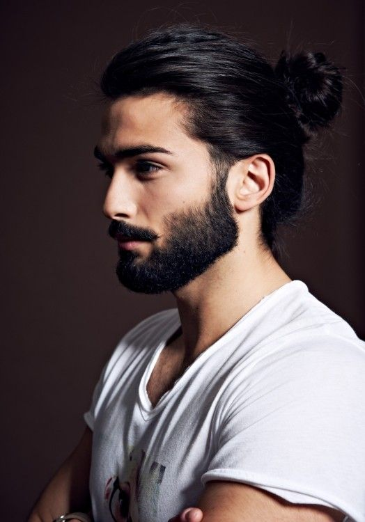 Glossy beard, glossy hair - I must say this gent has got the perfect hair combination!