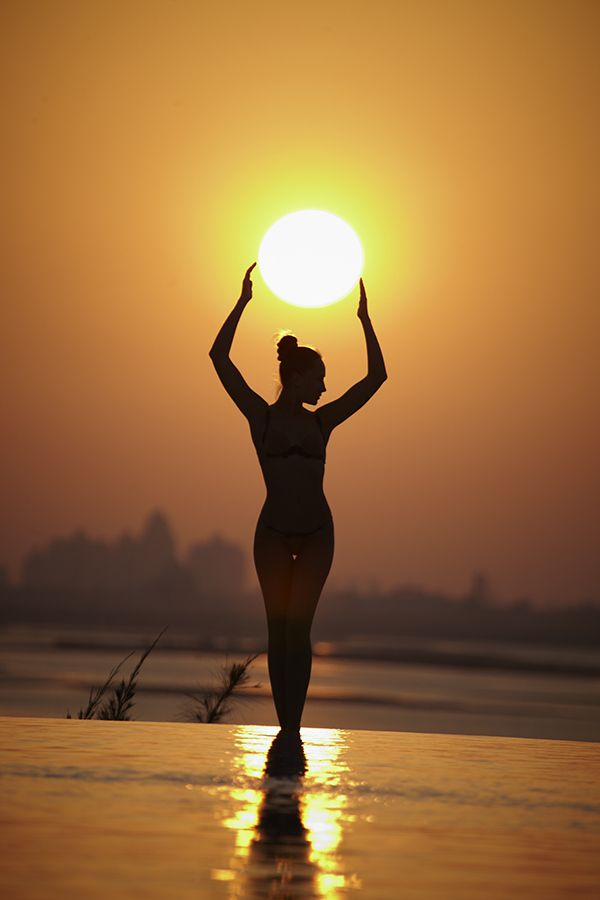Love the color orange, love silhouettes, love this picture :)