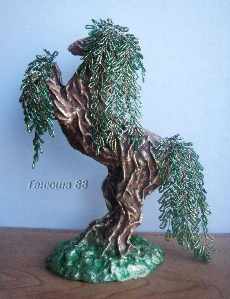 Дерево с силуэтом лошади (2 вариант)
