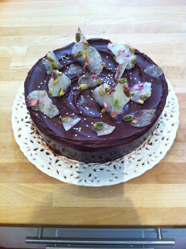 Chocolate cake with toffee shards
