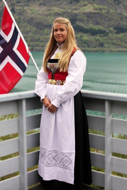 Hardangerbunad, Norway