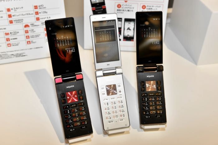 Sharp Aquos K Flip Phone Launched In Japan - The Sharp Aquos K comes with a 3.4 inch display with a qHD resolution of 540 x 960 pixels, the device is powered by a quad core 1.2GHz Snapdragon 400 processor. Other specifications on the Aquos K include 1GB of RAM and 8GB of storage, this can be expanded by a further 32GB via the microSD card slot. | Geeky Gadgets