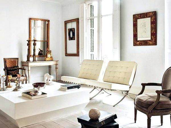 Mixing Antiques With Modern Furniture Antique And Modern Furniture Together Mixing Furnitu Modern White Living Room Classic Living Room Living Room Inspiration