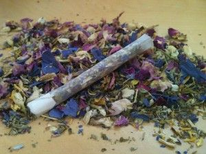 Smoke blend; I used 3parts raspberry leaf, passionflower, muellin 2parts catnip, uva ursi,  1prt peppermint. For the back