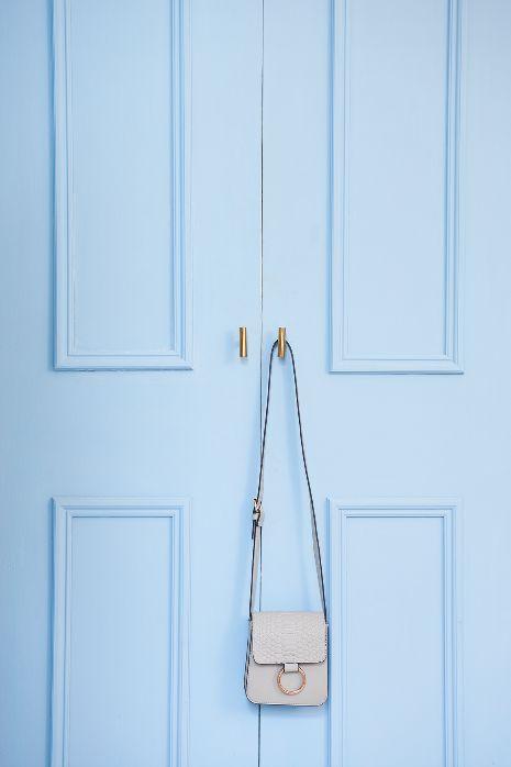 Barbados Blue in Classico Chalk Paint by Pure & Original Paint on the cupboard. Image credit, Ohwhatsthis.com #designstudiov #ohwhatsthis #pureandoriginal #barbadosblue #wardrobe #update #diy #decorating #paint #natural #blue #chalkpaint #classico