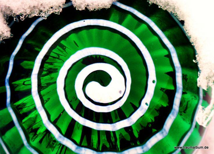 Heute zeige ich euch eine grüne Spirale, eigentlich eine Rosenkugel vom Tschechenmarkt in der Fotoaktion Spiralen ohne Ende!