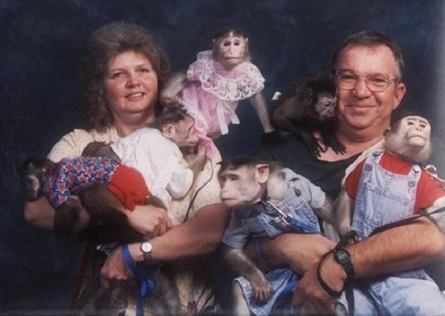 Ideas About Funny Family Portraits On Pinterest Awkward Family P Os Awkward Family Pictures And Awkward Funny