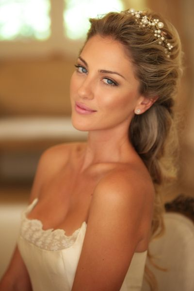 Phenomenal 1000 Ideas About Tiara Hairstyles On Pinterest Wedding Tiara Short Hairstyles Gunalazisus