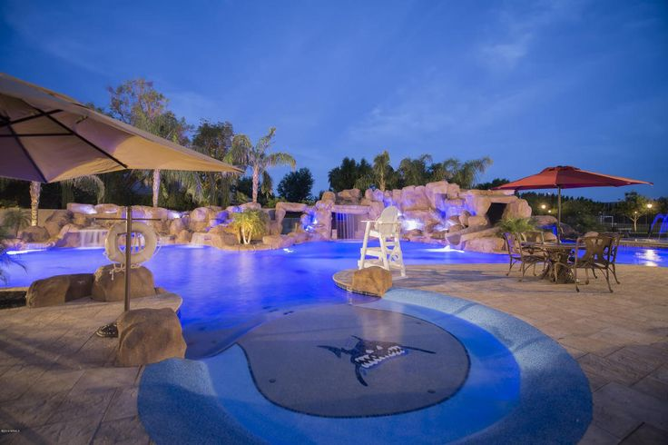 Resort style pool that features a lazy river splash pads for Tempe swimming pool