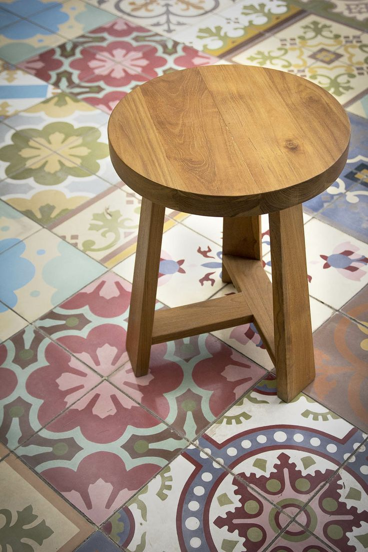 Introduce you our Aru Stool. This wooden chair is made from solid mahoni wood with natural finishing. It has 40cm diameter and 45cm height. 100% made in Indonesia