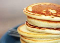 Kleine fluffy Amerikaanse pannenkoeken. Super lekker en snel te maken voor bijvoorbeeld een ontbijt in het weekend. Jum!
