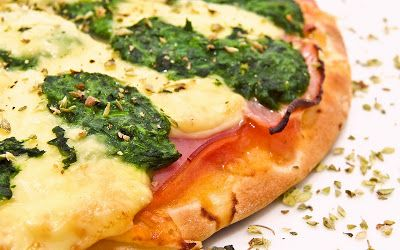 Oven Lovers: Egg, Ham and Spinach Pizza