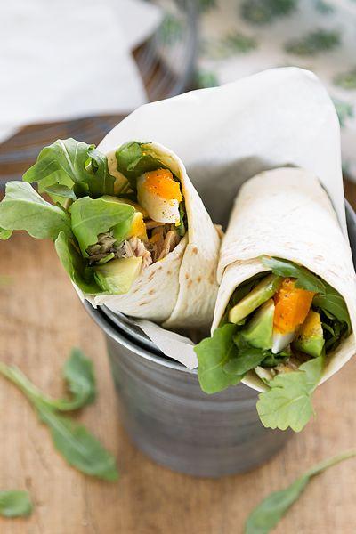 Los wraps de atun y aguacate son una receta sencilla, ideal para una cena informal o incluso para llevar a la oficina y romper la monotonía de la semana