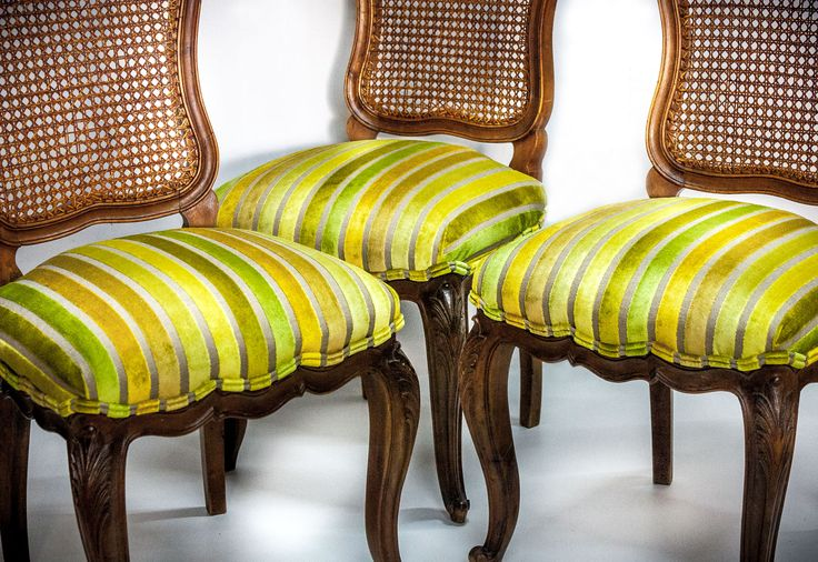 Classic chairs upholstered in striped velvet from the Manoir collection by #windexclusivedesign  #veneris #tapiceria #upholstery #chair #silla #velvet #terciopelo #interiordesign #interiorismo #barcelona #bcn #telas #design  #vintage #interior #fabrics #decoracion #arquitectos #deco #decoracioninteriores #classicchair #rayas #trendy #goesgreen #style #homedecor #homedesign
