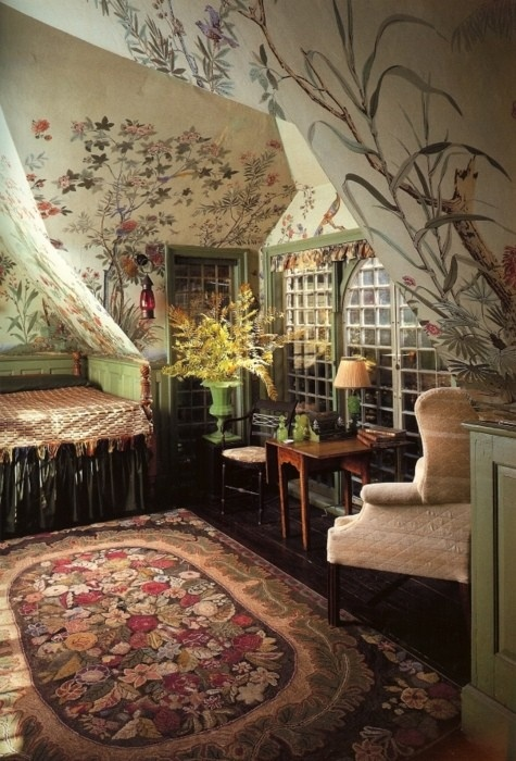 Painted flower wall attic room amazing way to use a mural for Amazing wall mural