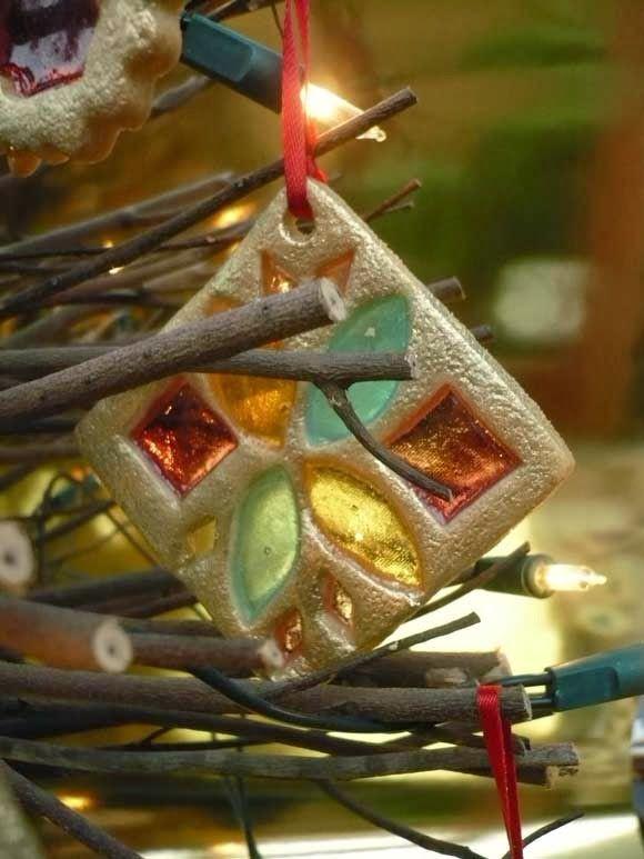 Glas-in-lood koekjes. Leuk voor in de kerstboom, of in een kersthuisje met kerst!