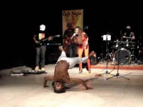 Show realizado em 2010, no Elinga Teatro com o grupo de rock angolano Cafe Negro e ABADA CAPOEIRA ANGOLA.