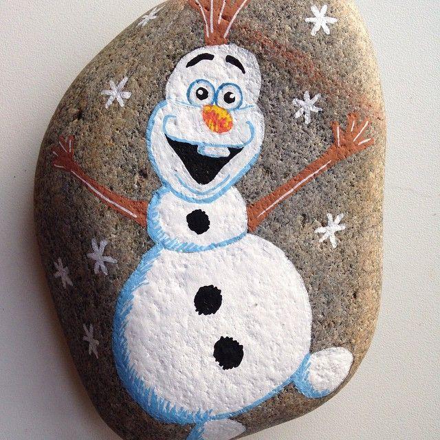 Sjov og ballade  #sne #frost #hygge #happiness #winter #sten #stone #stoneart #malersten #maledesten #paintedstones #afslapning #loveit #levendehistorie
