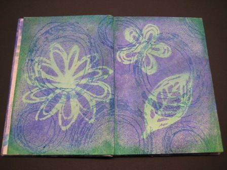 hot glue stencils and stamps-- the use as a stamp. (The circles are stamped with acrylic)         http://kreadingen.blogspot.com/2013/09/stempels-stencils-van-smeltlijm.html