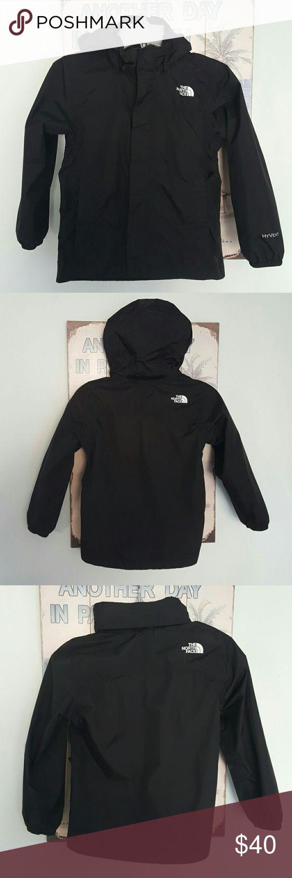 The North Face Windbreaker Rain Jacket Size XXS 5 EUC. Neutral colors that are good for a boy or girl. Worn for 1 season. Hood folds up and is hidden when not in use. The North Face Jackets & Coats