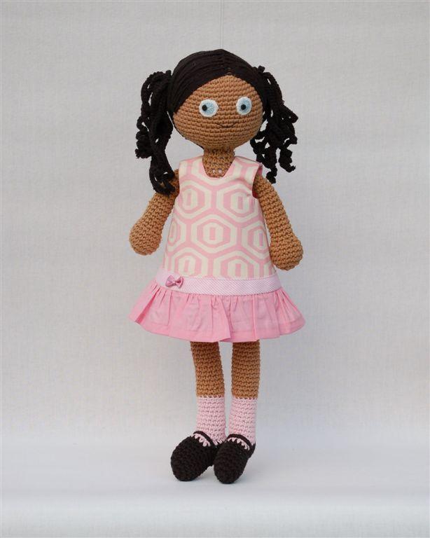 růžové šaty tulipánky (velikost M) růžové šatičky s kanýrem pro panenku, se zapínáním na 2 knoflíky, vypodšívkované, ze 100% bavlny, lze prát v pračce na 40°C velikost M je určena pro panenky výšky 40 cm a obvodu hrudi 20-24 cm, např. pro panenky Disney animator kolekce výšky 40.6cm, nebo háčkované panenky Sebra šatičky jsou také ve velikosti S pro panenky Barbie a ...