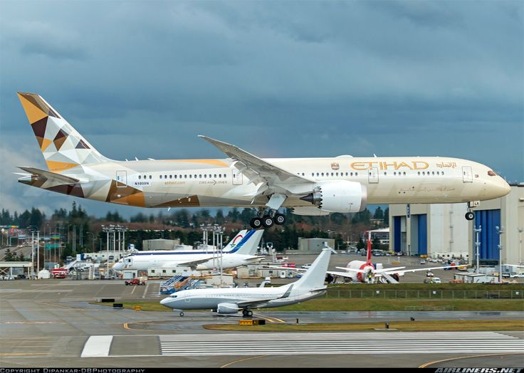 First Boeing 787-9 Dreamliner for Etihad, in new livery.