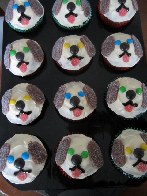 Best 25 puppy dog cupcakes ideas on pinterest doggy for Cupcake themed kitchen ideas