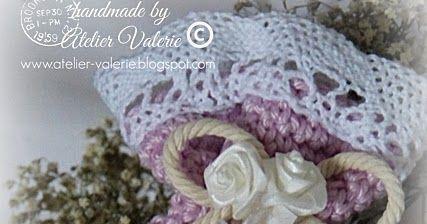 De slaapkamermuren zijn recent geschilderd in een sneeuwwit jasje,  brocante meubels met een romantische toets van een vleugje roze.      He...