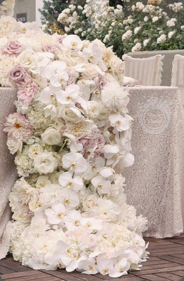 Stunning Floral Runner ...♥ #AllAboutPosh #Planner www.allaboutposh.com